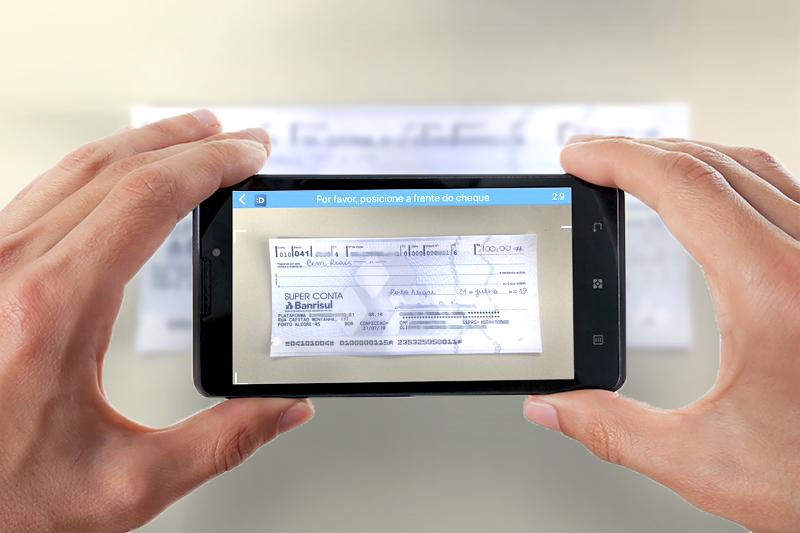 Clientes Banrisul podem depositar cheques através do celular