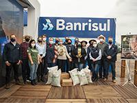 EXPOINTER 2021 - Banrisul entrega sementes agroecológicas para seis escolas e grupo de quilombolas